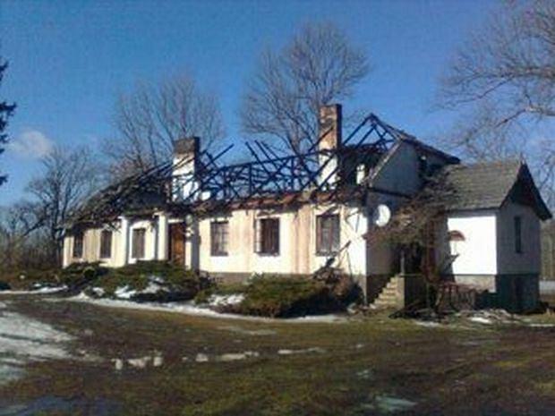 Spalony dwór w Petrykozach