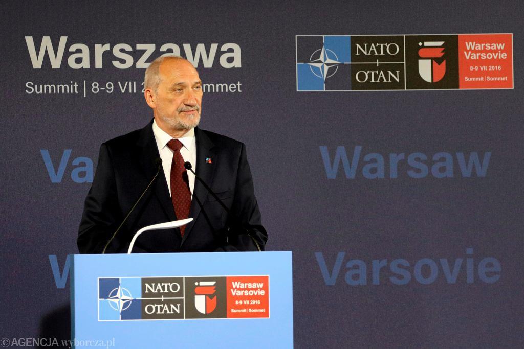 Antoni Macierewicz podczas pierwszego dnia szczytu NATO w Warszawie, 08.07.2016