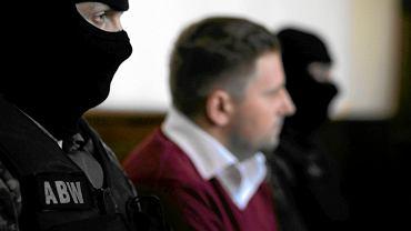 Na zdjęciu b. prezes Amber Gold Marcin P., w gdańskim sądzie, pilnowany przez uzbrojonych funkcjonariuszy ABW