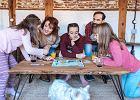 Szczęście i spokój według skandynawskiego modelu Hygge - gry planszowe, które integrują rodzinę