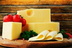 Ser żółty kalorie - ile kcal ma ser żółty?
