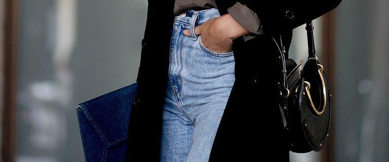 Te jeansy dla 50-tek pięknie podkreślają talię! Klasyka zawsze na topie!