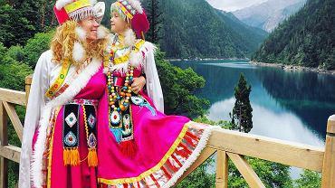 W tradycyjnych strojach tybetańskich