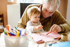 Prezent na Dzień Babci i Dziadka: zrobiony przez dzieci, praktyczny, personalizowany