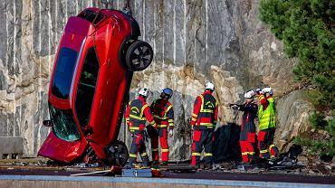 Crash test Volvo - zrzucili nowe modele z 30 metrów