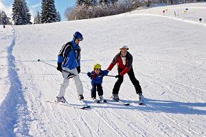 Wyjazdy na narty na ferie 2020 - ile kosztują narty dla dzieci w Polsce?