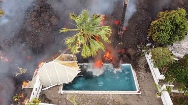 Wybuch wulkanu na La Palmie. Lawa sunie w kierunku Atlantyku. Po drodze pochłania basen [WIDEO]