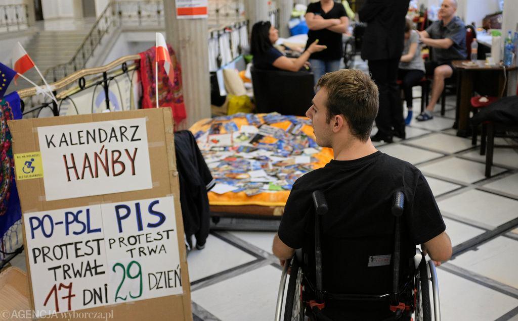 Niepełnosprawny Kuba Hatwich w Sejmie