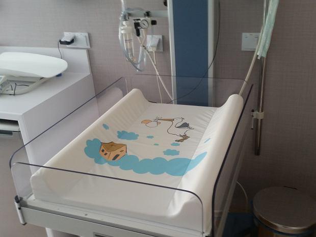 Czego nie chcieli rodzice z Białogardu? I jak wyglądają procedury medyczne po porodzie? Sprawdzamy