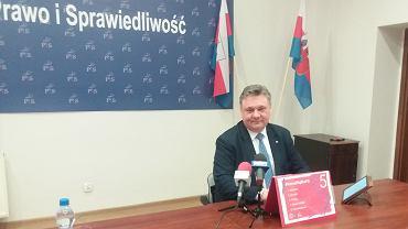 Konferencja prasowa bydgoskiego posła PiS Piotra Króla