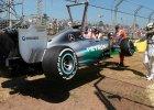 Formuła 1. Treningi przed GP Australii: Hamilton zatrzymany przez ochronę toru, ale Mercedes mocny