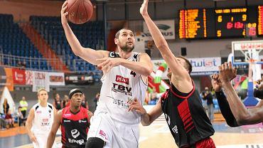 Z piłką Marcin Salamonik ze Startu