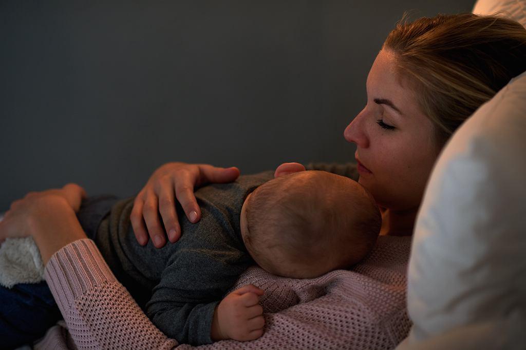 Spanie z dzieckiem ma wiele korzyści