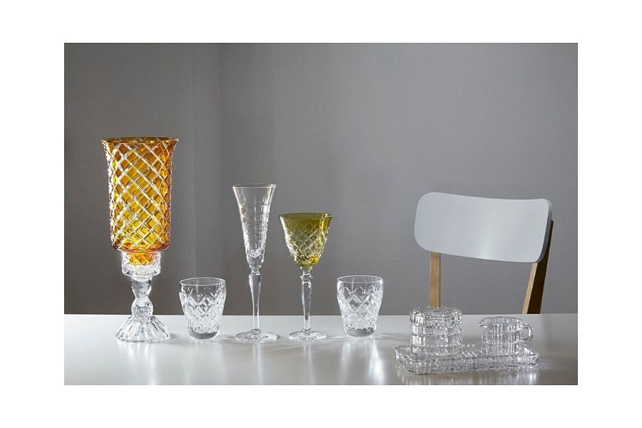 Huta Szkła Kryształowego Julia posiada kolekcje nie tylko w kolorze transparentnym, są też barwne unikaty