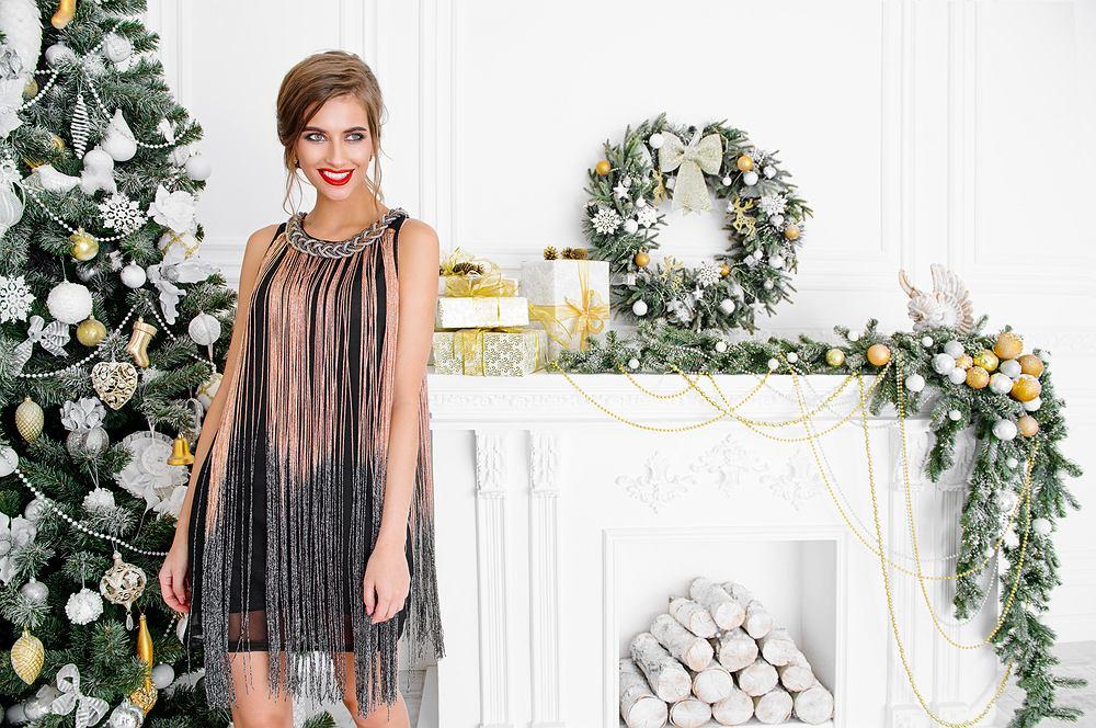 Sukienki świąteczne. Zdjęcie ilustracyjne