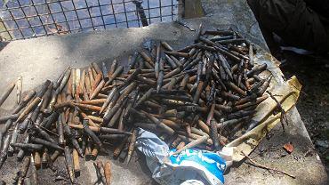 Reklamówka z nabojami do karabinu leżała w jeziorku w parku Arkadia
