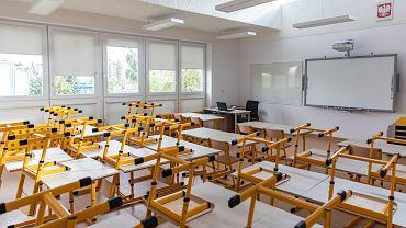 - Nie możemy dziś przesądzać, czy uczniowie klas I-III na pewno wrócą 18 stycznia do szkół - mówił premier Mateusz Morawiecki Na zdjęciu: Szkoła Podstawowa Nr. 65 w Warszawie