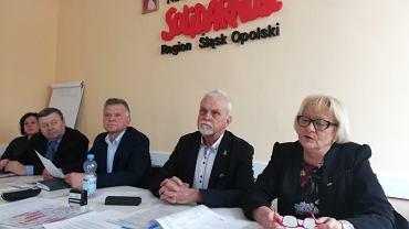 Strajk nauczycieli. Opolska, oświatowa 'S' żąda odwołania Ryszarda Proksy