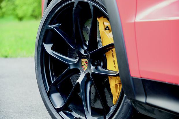 Poniżej 20 cali Porsche nie schodzi. W ofercie są jeszcze felgi 21-calowe, a dla amerykańskich raperów nawet o cal większe.