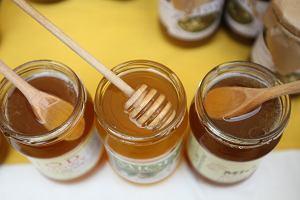 Miód, jogurt, oliwa. Jak poznać produkty spożywcze dobrej jakości? Ważne jest nie tylko to, co na etykiecie