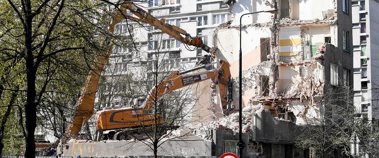 Wyburzają kamienicę przy Grzybowskiej. Przechodził przez nią mur getta.