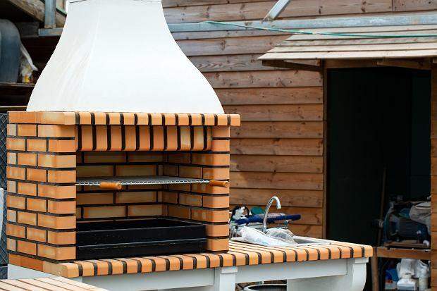 Grill ogrodowy - z cegły, kamienia lub bębna od pralki. Jak zrobić grill ogrodowy?