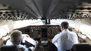 Większość lotów odbywa się z włączonym autopilotem