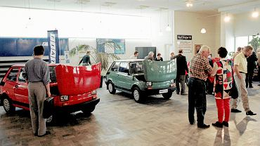 24.09.1993 Katowice, salon samochody marki Fiat.
