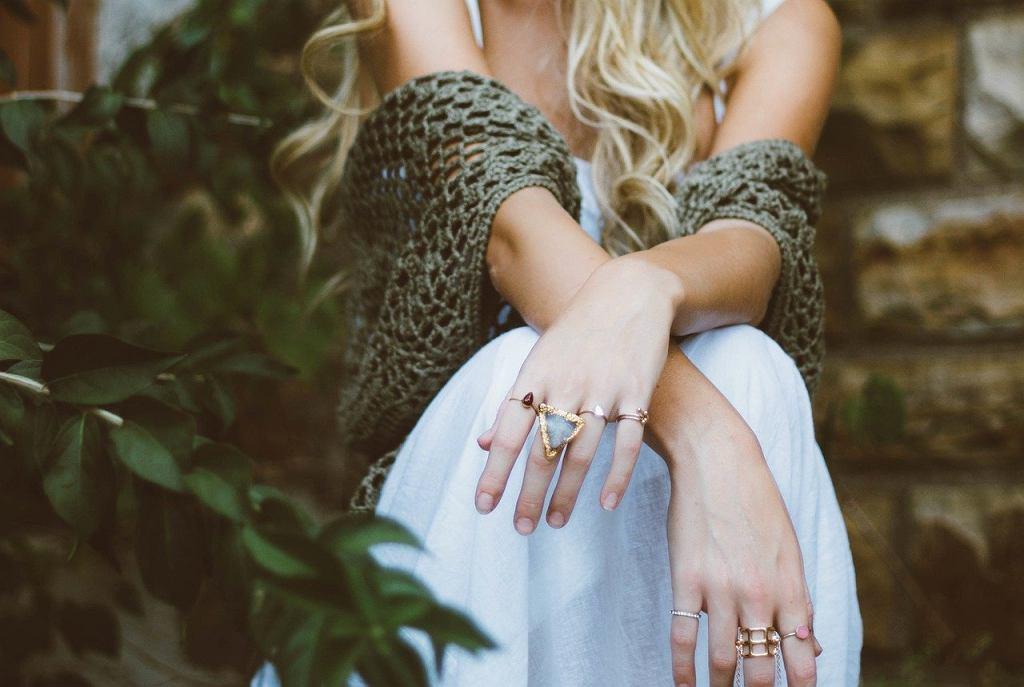 Jak zmierzyć rozmiar pierścionka? Zdjęcie ilustracyjne