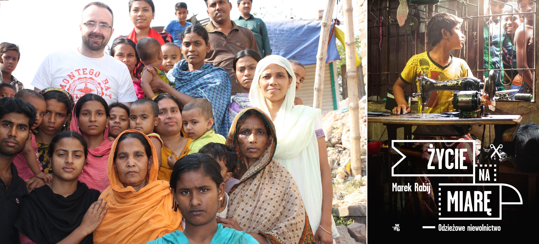 Marek Rabij wśród mieszkańców slumsów w dzielnicy Mirpur, Dhaka, kwiecień 2014. Wszystkie kobiety na zdjęciu pracują lub pracowały kiedyś dla przemysłu odzieżowego (fot. archiwum prywatne). Obok okładka książki (fot. materiały prasowe)