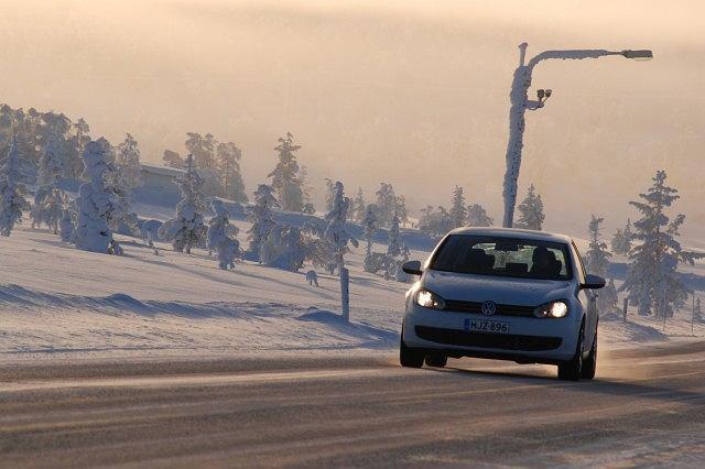 Przygotowując auto na zimę zwiększamy bezpieczeństwo jazdy i przedłużamy jego żywotność