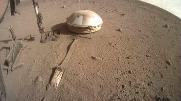 Zdjęcie z kamery lądownika InSight