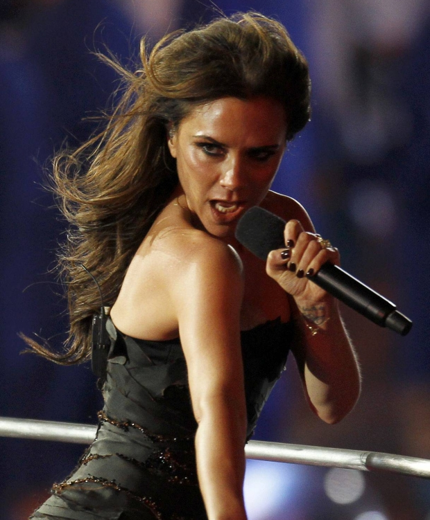 Victoria Beckham performs with The Spice Girls during the closing ceremony of the London 2012 Olympic Games at the Olympic Stadium, August 12, 2012.             REUTERS/Gary Hershorn (BRITAIN  - Tags: SPORT OLYMPICS ENTERTAINMENT)