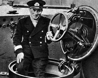 Kapitan marynarki Jan Grudziński - pod jego dowództwem ORP 'Orzeł' uciekł z internowania, przedarł się do Wielkiej Brytanii i zatopił ms 'Rio de Janeiro'.
