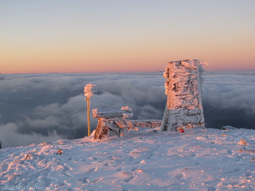 Wschód słońca na Diablaku, najwyższym szczycie w pasmie Babiej Góry, 24 października 2015