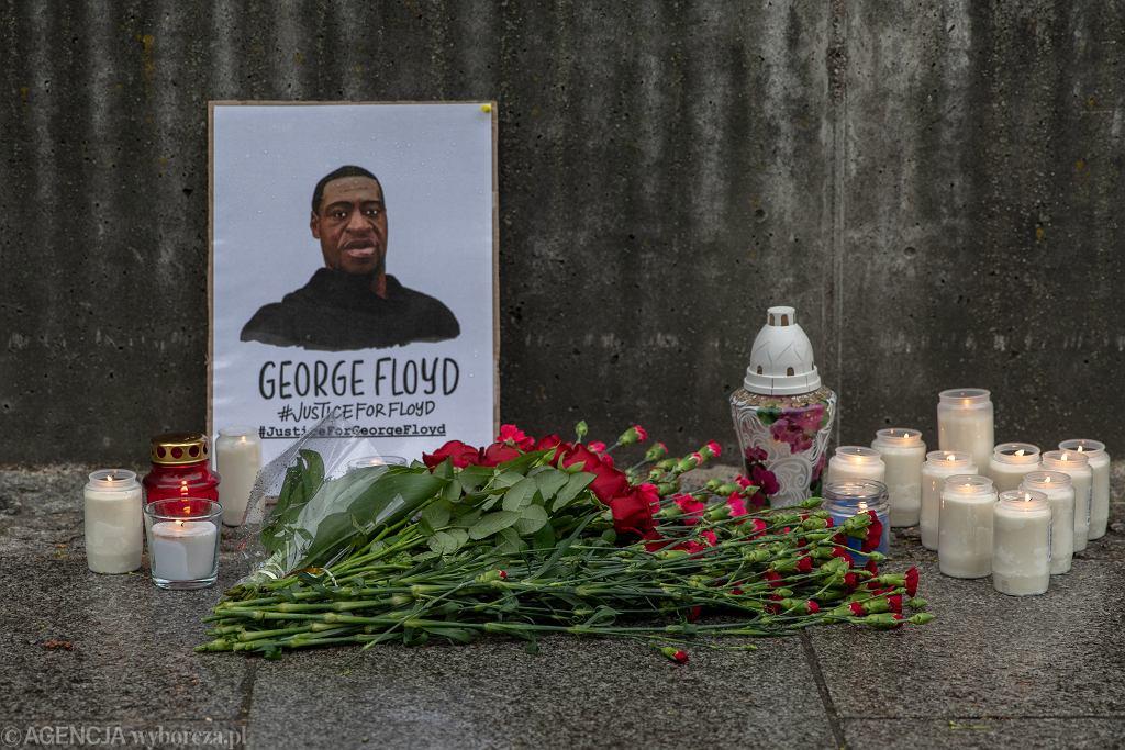 Patolog o śmierci Floyda: Zmarł zanim jeszcze przyjechała karetka