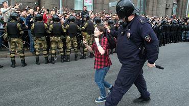 Nastolatka zatrzymana podczas demonstracji w Petersburgu