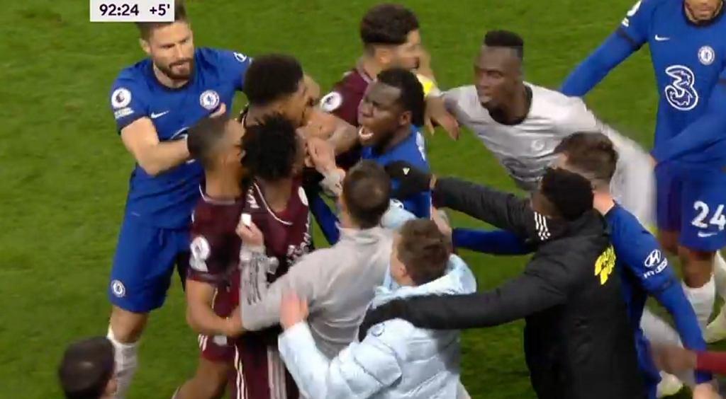 Awantura w doliczonym czasie gry w meczu Chelsea - Leicester