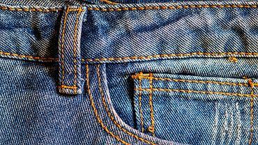 Mała kieszonka w dżinsach. Do czego służy?