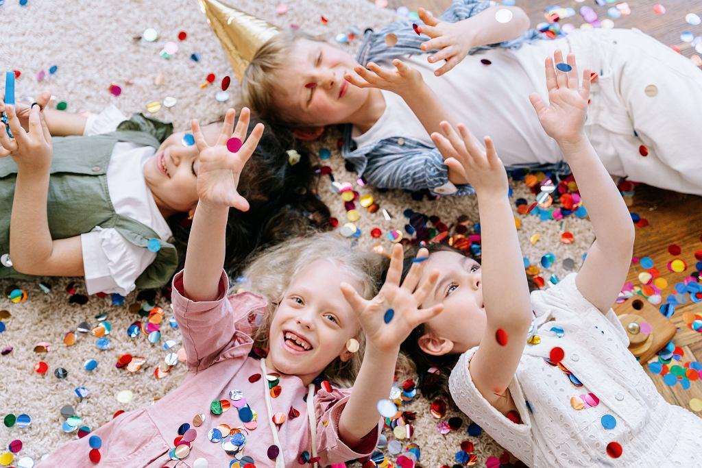Zabawy integracyjne - zajęcia wspierające umiejętności komunikacyjne. Kiedy je wprowadzić?