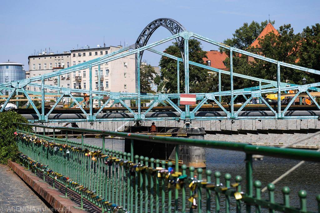 Remont mostu Tumskiego. Kłódki pojawiły się w nowym miejscu