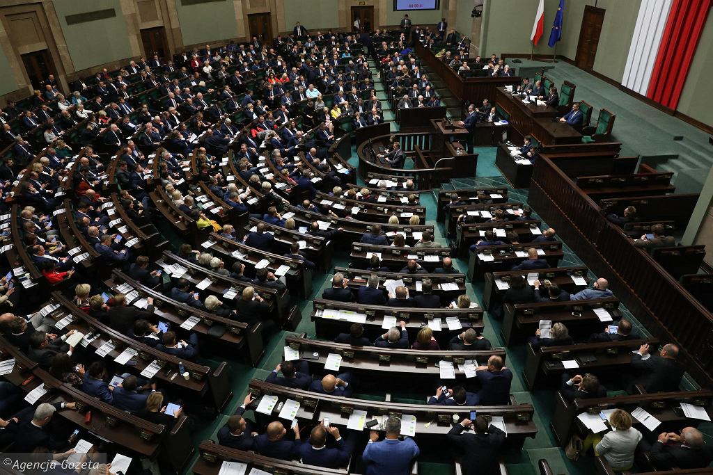 Sejm podczas wieczornego bloku głosowań we wtorek 23 października