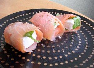 Paczuszki z wędzonego łososia i brie - ugotuj