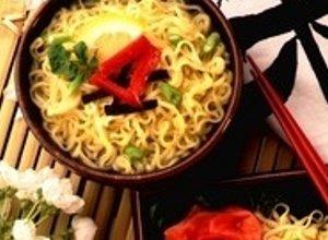 Sałatka z zupek chińskich z tuńczykiem - ugotuj