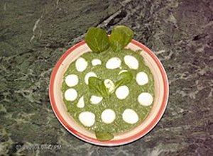 Jajka przepiórcze w szpinakowym sosie - ugotuj