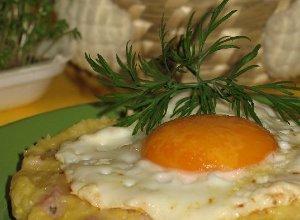 Biała kiełbasa z serową kaszką kukurydzianą - ugotuj
