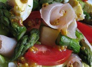 Sałatka ze szparagami i sosem musztardowym - ugotuj