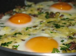 Jajka zapiekane z wątróbką - ugotuj