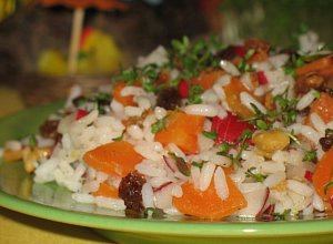 Sałatka z ryżu, marchewki i rzodkiewek - ugotuj