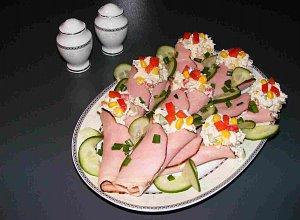 Wielkanocne roladki nadziewane pastą drobiową - ugotuj